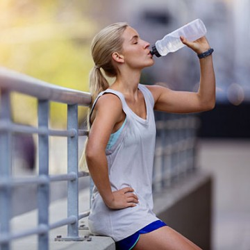 Focus On – 8 Healthy Drinking Tips